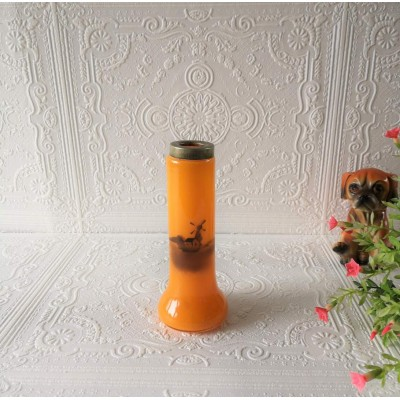 Vase de verre du moulin orange vif
