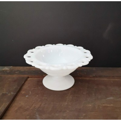 Milk Glass Bol sur pied Lace Edge